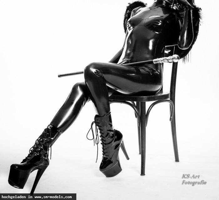 ksart (Hobby Fotograf ,Männlich ,PLZ 375) Latex Studio - Bild 25497 - SM-Models.COM