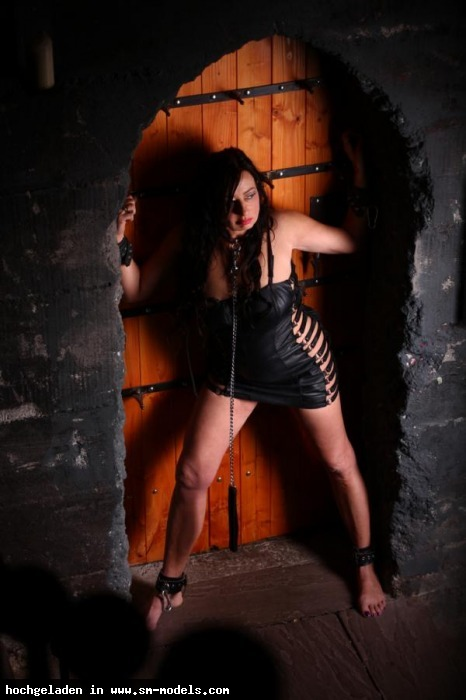 Sklavin_Lara_von_LA (Model ,Weiblich ,PLZ 49080) Sklavin Lara on Tour - Bild 16417 - SM-Models.COM
