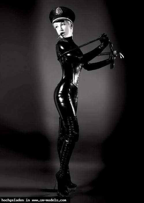 Victoria_Violence (Model ,Weiblich ,PLZ 10787) - Black Latex Catsuit / Victoria-Violence - Bild 14476 - SM-Models.COM