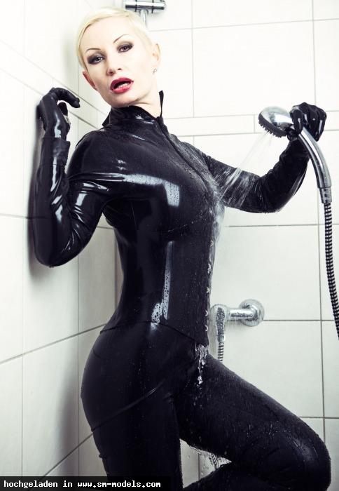 Victoria_Violence (Model ,Weiblich ,PLZ 10787) - Latex Shower / Victoria-Violence - Bild 14478 - SM-Models.COM