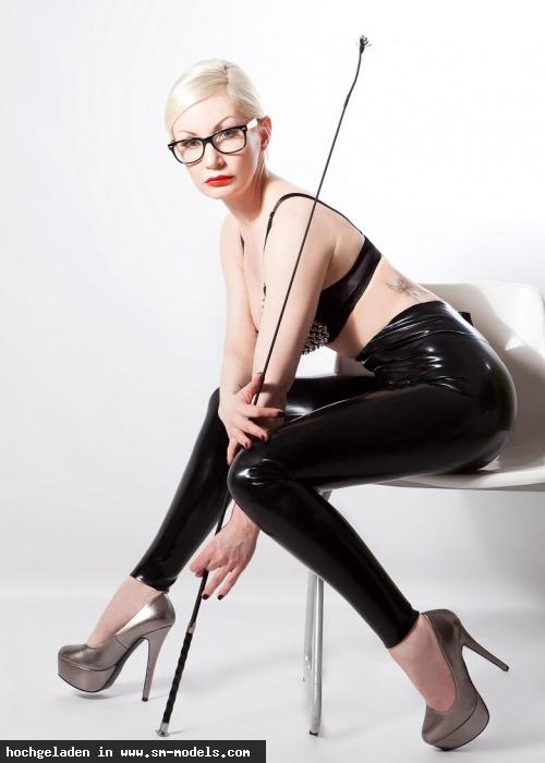 Victoria_Violence (Model ,Weiblich ,PLZ 10787) - Latex Leggins / Victoria-Violence - Bild 14483 - SM-Models.COM