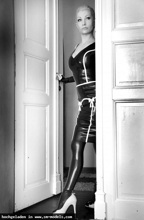 Victoria_Violence (Model ,Weiblich ,PLZ 10787) - Latex Black & White / Victoria-Violence - Bild 14480 - SM-Models.COM