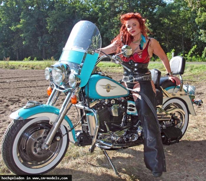Bizarrhexe_Ashley_Stone (Model ,Weiblich ,PLZ 47608) Shooting outback Berlin 3. Oktober15/ Harley - Bild 15908 - SM-Models.COM