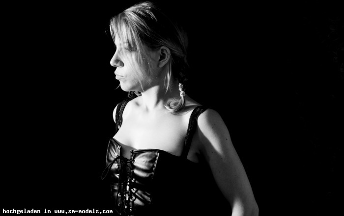 MaestroFFM (Fotograf ,Männlich ,PLZ 60439) Justine - Bild 17716 - SM-Models.COM