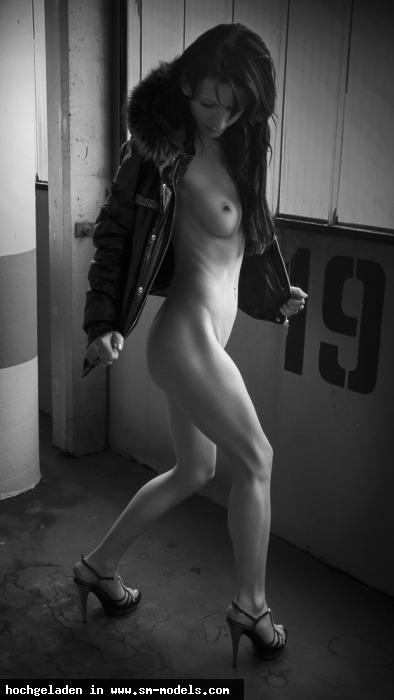 artatelier (Fotograf ,Männlich ,PLZ 6020 - Österreich) - SkinnySub nach Fremdnutzung warten auf den Dom. / SkinnySub - Bild 25607 - SM-Models.COM